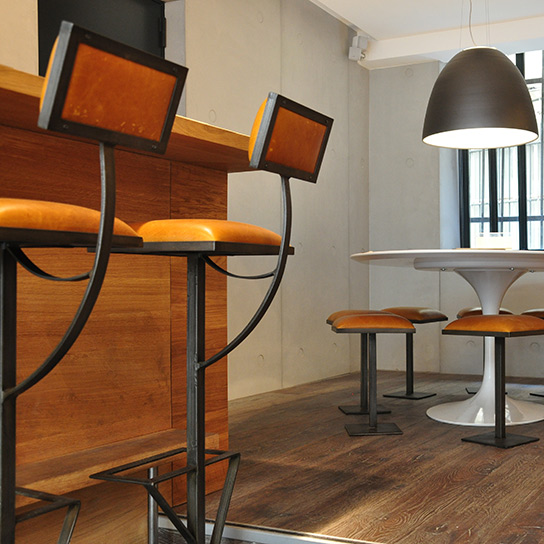 Sièges de bar Totem, Gyoza bar, Paris - Design Cyrille Varet