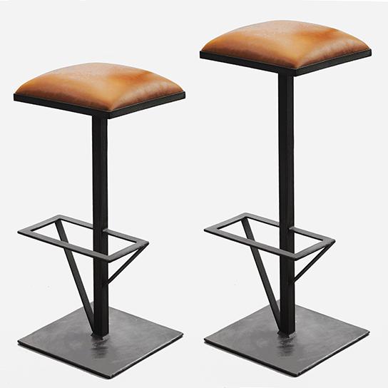 Tabourets de bar Totem, 2 hauteurs - Design Cyrille Varet