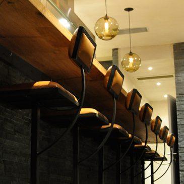 Sièges de bar du Gyoza Bar, Restaurant japonais à Paris