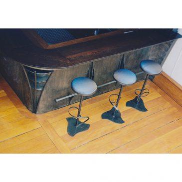 Comptoir de bar en acier et bois